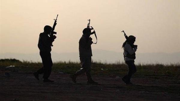 : مصدر سوري: فصائل مسلحة تستهدف ممر أبو الضهور لمنع خروج المدنيين من إدلب