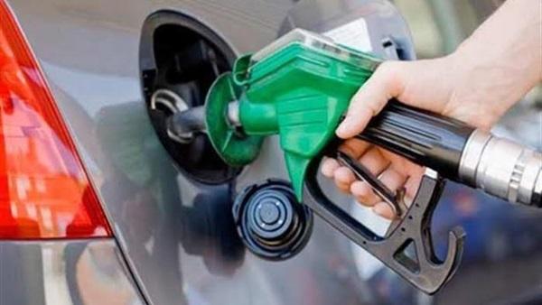 : هاشتاج  البنزين  يتصدر  تويتر  بعد تخفيض سعره