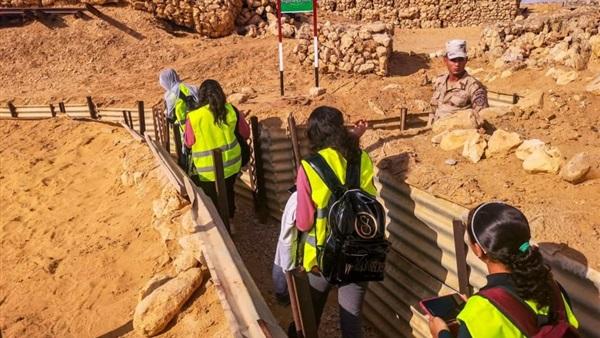 : بالصور.. طلاب القاهرة في زيارة لمزار عيون موسى بسيناء