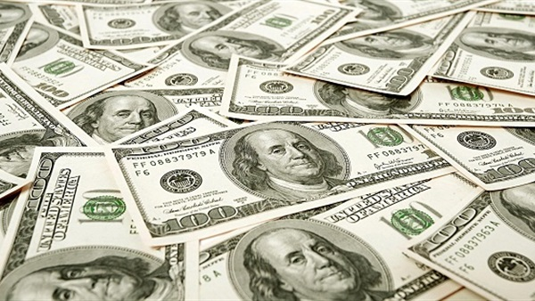 : الدولار يتراجع والذهب يفقد بريقه وانخفاض الحديد واستقرار الأسمنت
