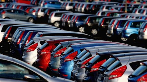 : توقعات بموجة تخفيضات في أسعار السيارات مع استمرار تراجع الدولار