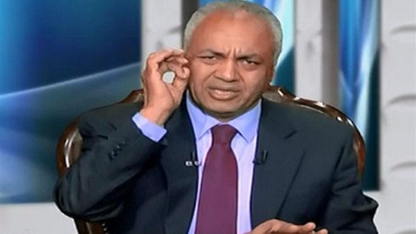 : مصطفى بكري يطالب بفرض حظر التجوال