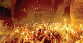 """كهنة """"الرعايا الثلاث"""" في قرية الرامة توضح كيفية الاحتفالات بسبت النور"""