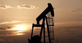 النفط يرتفع بفعل صعود استهلاك المصافي رغم زيادة مفاجئة لمخزون الخام