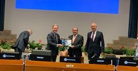 المدير التنفيذي لبرنامج الغذاء العالمي يكرم السفير المصري بإيطاليا