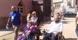 انتخابات مجلس الشيوخ| بالصور.. ذوو الاحتياجات الخاصة يشاركون في التصويت بسوهاج