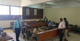 عميد معهد البحوث والدراسات الأفريقية بٍأسوان يتفقد سير الامتحانات