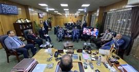 محافظ الإسماعيلية يبحث مع نواب البرلمان الصرف الصحي والغاز