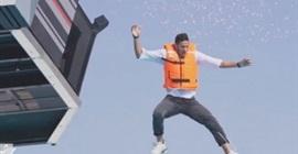 "رامز جلال يسخر من رمضان صبحي في ""رامز عقله طار"""
