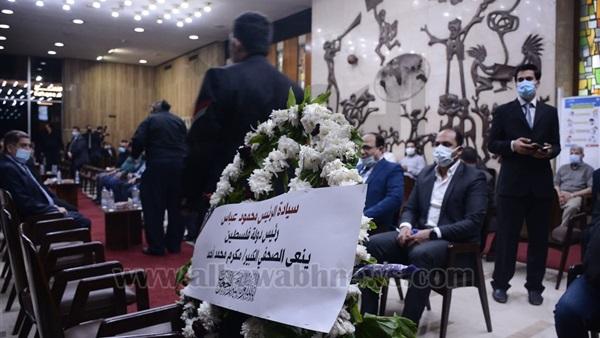 باقة ورد من الرئيس الفلسطيني في عزاء مكرم محمد أحمد