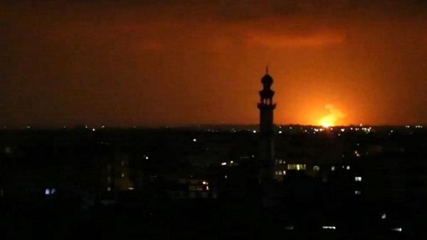 الطيران الإسرائيلي يقصف موقعين شرق دير البلح وسط قطاع غزة