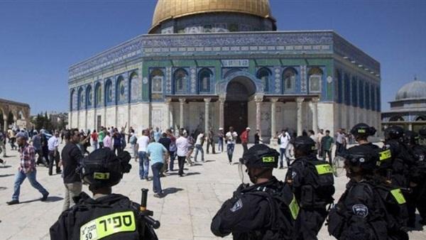 عشرات المستوطنين يقتحمون الأقصى.. واعتقال 11 فلسطينيا