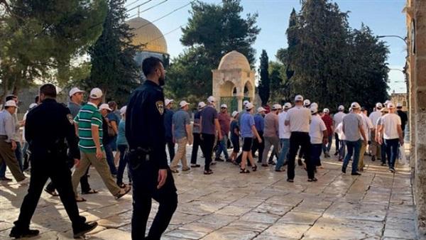 وزير الإسكان الإسرائيلي يقود المستوطنين خلال اقتحام الأقصى