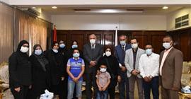 محافظ قنا يكرم الراحل خالد محمد علي لدعمه ذوي الاحتياجات الخاصة